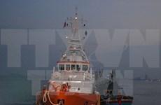 乂安省成功将 NA 93362 TS 号渔船的船员安全送上岸