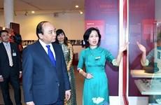 越南政府总理阮春福参观越南妇女博物馆