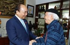 越南政府总理阮春福教师节走访慰问越南教师代表(组图)