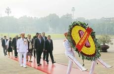 密克罗尼西亚联邦国会议长瞻仰胡志明主席陵并敬献花圈(组图)
