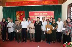 国会常务副主席丛氏放向乂安省战争时期有功人员送慰问品