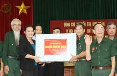 越南国会主席阮氏金银向河南省伤残军人赠送慰问品
