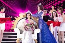 陈小微成功夺得2018年越南小姐选美大赛的后冠(组图)