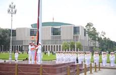 升国旗降半旗仪式在巴亭广场隆重举行 为陈大光逝世致哀 (组图)