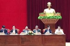 越共中央书记处常务书记丁世兄接触和平省选民