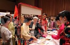 越南参加亚太妇女协会的慈善义卖活动