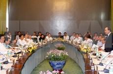 阮春福总理主持召开政府会议探讨解决各家企业所提出的意见和建议