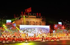 越南政府总理阮春福出席2016年海防市凤凰花文化节开幕式