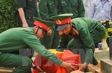 越南河静省为在老挝牺牲的英烈举行悼念安葬仪式