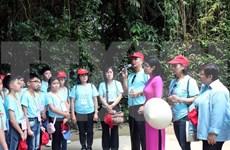 旅泰越侨师生代表团参观宁平省历史文化遗迹