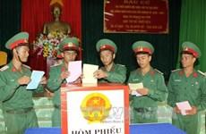 选举日临近:驻扎得乐省第95步兵团选民提前投票