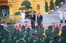 越南国家主席陈大光主持仪式欢迎美国总统奥巴马访越
