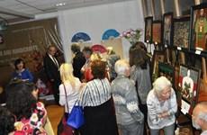 越南磨漆画展在挪威举行