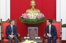 越共中央宣教部部长武文赏会见老挝驻越南大使通沙万•丰威汉