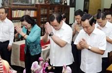 河内市领导人敬香悼念已故总书记黎笋