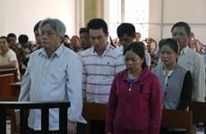 安江省人民法院开庭审理从柬埔寨走私入境越南境内的食糖走私案