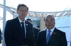越南政府总理阮春福与斯洛文尼亚总理米罗·采拉尔举行会晤