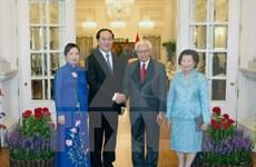 越南国家主席陈大光与新加坡总统陈庆炎举行会谈