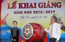 国会主席阮氏金银出席巴地头顿省黎贵惇重点中学开学典礼