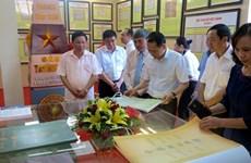 """""""黄沙与长沙归属越南:历史证据和法律依据""""资料图片展在平顺省举行"""