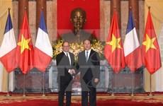 法国总统奥朗德圆满结束对越的国事访问