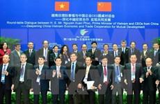 越南政府总理阮春福与中国企业CEO圆桌对话会在中国南宁市举行
