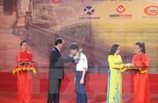 越南国家主席陈大光出席2016年宁平省丁部领劝学基金会颁奖仪式