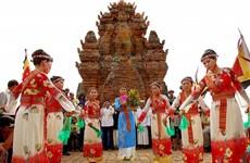 越南宁顺和平顺两省占族同胞喜迎卡特节