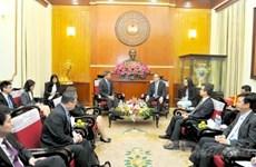 越南祖国阵线中央委员会主席阮善仁会见新加坡外交部长维文