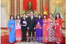 越南国家主席陈大光同煤炭行业模范干部代表亲切会面