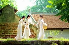 """""""昔日花园""""图片展推崇越南传统奥黛文化之美"""