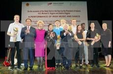 越南与爱尔兰建交20周年艺术表演晚会在河内举行