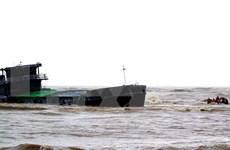 6名海上遇难船员安全上岸