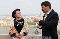 越南国会主席阮氏金银在访问匈牙利继续开展会见活动