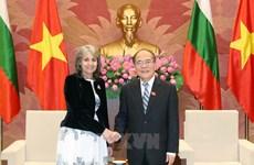 越南国会主席阮生雄会见保加利亚副总统马尔加里塔•波波娃