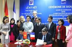 越法两国加强档案领域合作