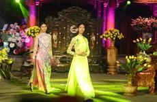 2016年越南传统长衣秀活动在河内举行