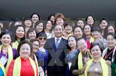 越南政府总理阮春福与女企业家协会代表会面