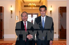 阮春福总理会见中国香港特别行政区行政长官梁振英