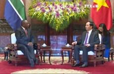 越南国家主席陈大光会见南非总统西里尔·拉马弗萨和英国议会下议院副议长埃莉诺·雷恩格