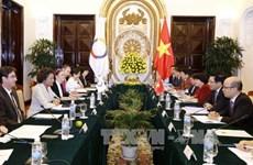 越南政府副总理兼外长范平明与法语国家组织秘书长米夏埃尔·让举行会谈