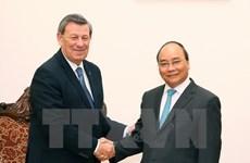 阮春福总理会见乌拉圭东岸共和国外交部长诺沃亚