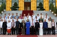 越南国家副主席邓氏玉盛会见巴地头顿省少数民族威信模范者代表团