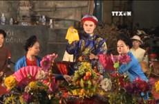 热爱民间演唱艺术的一个越南青年