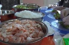 越南街头美食节吸引众多俄罗斯食客