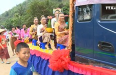 越老边境地区人民共同喜迎泼水节