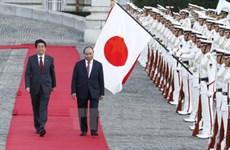 日本首相安倍晋三举行仪式  欢迎阮春福总理来日访问