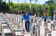 英烈们的功绩永远刻印在每位越南人的心坎里