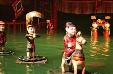 在河内看水上木偶戏    沉浸在乡村宁静优美空间