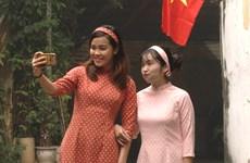 奥黛——越南妇女在春节期间的首选服装